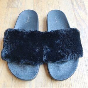 Qupid Faux Fur Black Slides Size 9